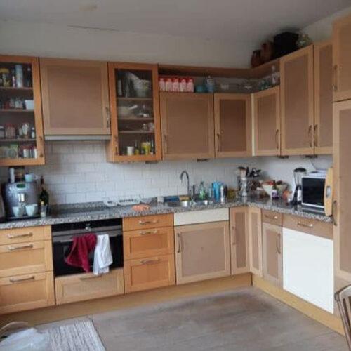 Oude-keuken-is-toe-aan-vervangen-of-renovatie,-keuken-spuiten-is-de-oplossing-goedkoop-en-duurzaam